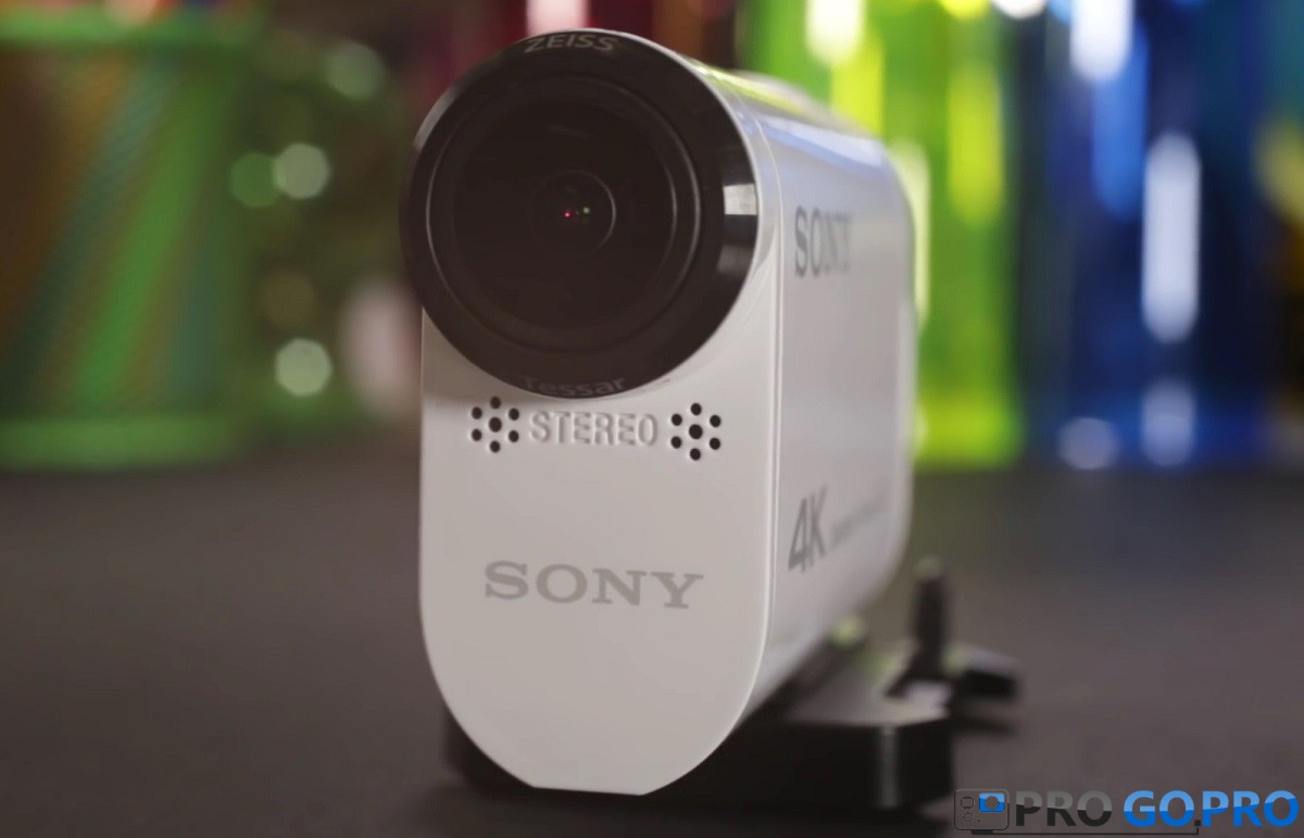 стериомикрофон и объективом Zeiss Tessar F2.8 камеры Sony FDR-X1000V